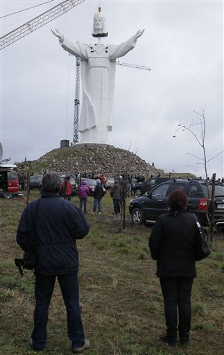 People watch as workers raise the crowned head of a statue of Jesus before placing it slowly onto the figure&#39;s body, in Swiebodzin, Poland, on Saturday Nov. 6, 2010.  <span class=meta>(AP Photo&#47; Czarek Sokolowski)</span>
