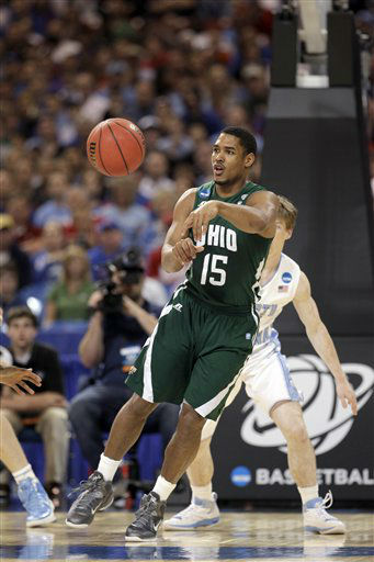 Ohio Bobcats guard Nick Kellogg passes the ball against the North Carolina Tar Heels during the first half of an NCAA tournament Midwest Regional college basketball game Friday, March 23, 2012, in St. Louis. <span class=meta>(&#40;AP Photo&#47;Charlie Riedel&#41;)</span>