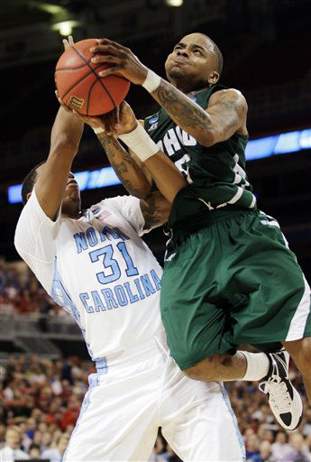 Ohio guard D.J. Cooper &#40;5&#41; shoots against North Carolina forward John Henson &#40;31&#41; during the second half of an NCAA tournament Midwest Regional college basketball game, Friday, March 23, 2012, in St. Louis.  <span class=meta>(&#40;AP Photo&#47;Charlie Riedel&#41;)</span>
