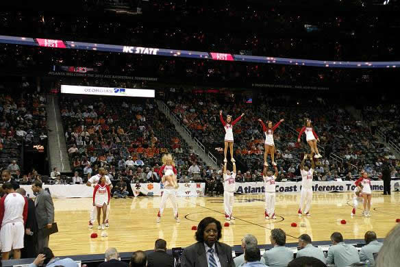 The cheerleaders perform during a timeout <span class=meta>(WTVD&#47;Britt Guarglia)</span>