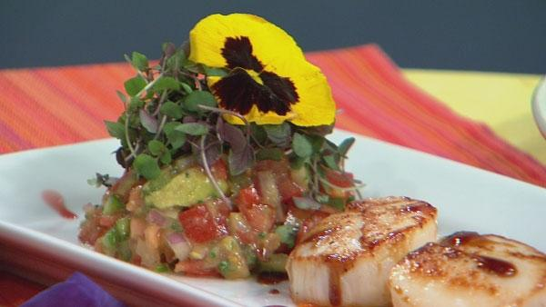 Seared Sea Scallops with Tomato Avocado Salad