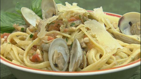 Linguini with Clam Sauce Recipe | Let's Dish | The Live Well Network