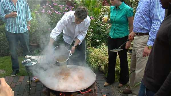 Paella in your Backyard