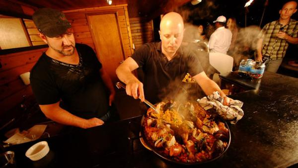 Complete Episode: Todd Prepares Seafood Paella at Rooftop Bachelor Pad