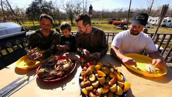 Complete Episode: Joey Fatone Visits Real-Life 'Swamp Man' For Cajun-Style Cooking