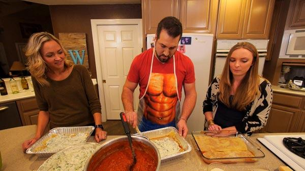 Complete Episode: Papa's Christmas Lasagna Party